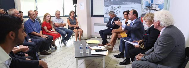 François Hollande et Myriam El Khomri, ce mercredi lors d'une table ronde sur l'emploi lors d'un déplacement dans une entreprise du Maine-et-Loire.