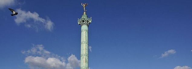Place de la Bastille avec au centre la colonne de Juillet.