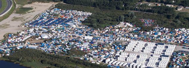 Vue aérienne de la «Jungle», à Calais, où les conflits entre migrants de différentes nationalités se multiplient.