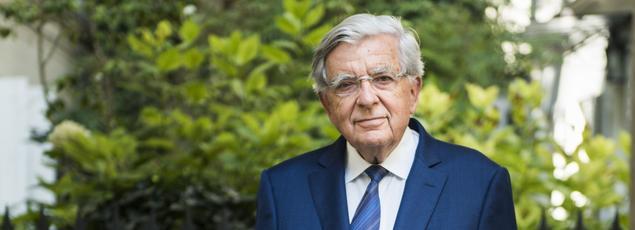 «Il y a 4,1 millions de musulmans en France. C'est l'intérêt du pays de faire en sorte qu'ils puissent exercer tous les droits du citoyen, la contrepartie étant qu'ils en acceptent les devoirs», affirme Jean-Pierre Chevènement.