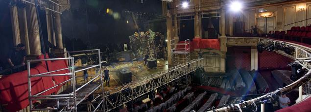 L'intérieur du théâtre Mogador lors de la préparation pour la comédie musicale Cat's (août 2015)
