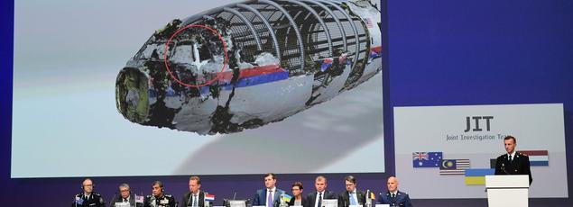 Une équipe internationale a présenté mercredi aux Pays-Bas les premiers résultats de son enquête pénale sur l'affaire du vol MH17 de la Malaysia Airlines, abattu le 17 juillet 2014 dans l'est de l'Ukraine et dont les 298 occupants ont été tués.