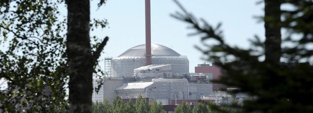 La compagnie finlandaise d'électricité TVO a assigné Areva en référé, expliquant craindre que la restructuration en cours du groupe français n'entraîne de nouveaux retards dans la construction du réacteur nucléaire Olkiluoto 3