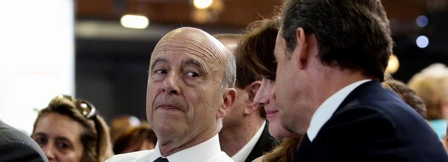 Alain Juppé et Nicolas Sarkozy à Paris, le 30 mai 2015.