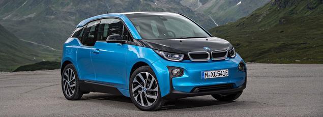 Grâce au renfort d'une batterie de 33 kWh, la BMW i3 voit son autonomie portée à 300 km. Le tarif débute à 36.690 euros.
