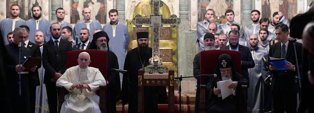 Le pape François assis à côté du patriarche orthodoxe géorgien Ilia II samedi à Mtskheta en Géorgie.