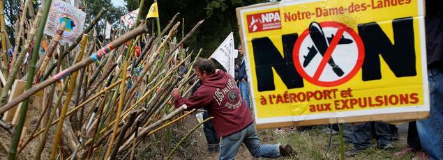 Samedi 8 octobre, les opposants se sont rassemblés sur le site censé accueillir le nouvel aéroport à Notre-Dame-des-Landes. Depuis, la ministre de l'Écologie multiplie les interventions pour répéter son opposition à toute évacuation.