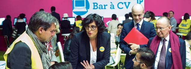 Myriam El Khomri, ministre du Travail, lors de sa visite au salon Jeunes d'Avenirs, le 27 septembre.