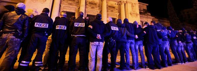 Manifestation de policiers, mercredi soir, devant le palais de justice de Toulon.