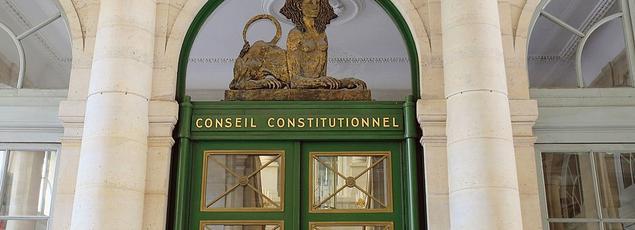 La décision du Conseil constitutionnel sonne comme un avertissement, alors que la tendance mondiale est à la transparence.