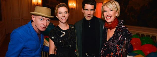 Fabrice Bousteau, Scarlett Johansson, Romain Dauriac et Colette Barbier au Bal jaune.