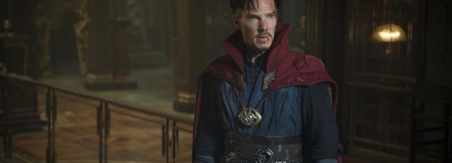 Benedict Cumberbatch incarne avec conviction un neurochirurgien qui bascule dans les sciences occultes.