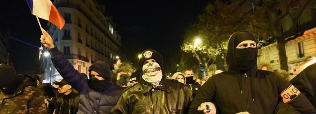 Des policiers qui manifestent à Paris.