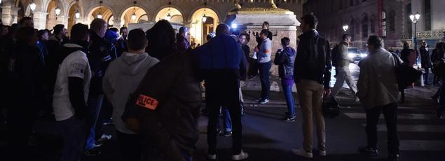 Des policiers manifestent pour protester contre leurs conditions de travail.