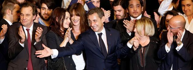 Nicolas Sarkozy entouré de ses soutiens, ce jeudi soir à Marseille.