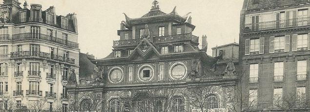 Le Bataclan, une pagode déposée au milieu du boulevard Voltaire à Paris (carte postale).
