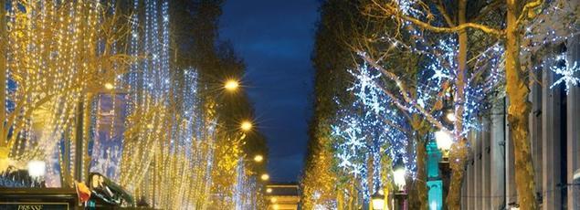 La scénographie «Scintillance» imaginée depuis trois ans par la société Blachère pour les Champs-Élysées.