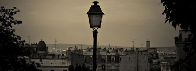Un lampadaire éteint, sur la butte Montmartre (Paris XVIIIe). Crédit: Thomas Sauzedde. (Flickr).