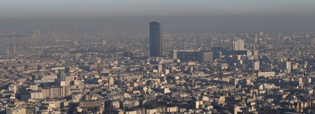 En raison des problèmes récurrents d'amiante, treize à quatorzeétages, surles cinquante-trois que compte la Tour Montparnasse, sont vides.
