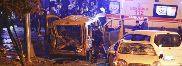 Cet attentat ayant visé la police s'est produit à l'extérieur de l'immense stade du club de football de Besiktas.