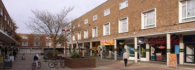 Harlow à quelques dizaine de kilomètres de Londres a été construite après la Seconde Guerre mondiale.