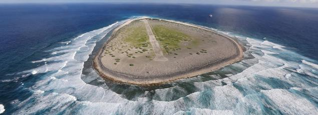 Il n'y a quasiment pas de végétation sur l'île de Tromelin, battue par les vents.