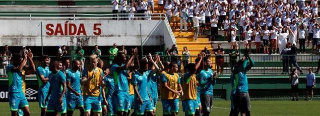 L'équipe de Chapecoense applaudie cette semaine à l'entraînement par les supporteurs locaux.