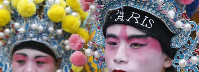 La communauté asiatique organise chaque année à Paris le traditionnel défilé du Nouvel An.