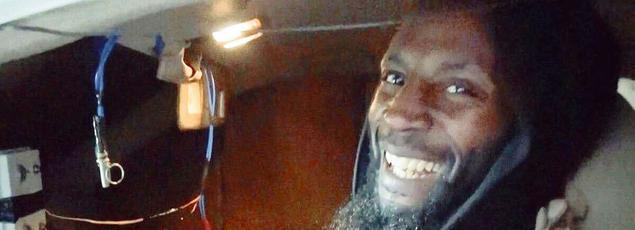 Le djihadiste Abou Zakariya al-Britani affichant un large sourire quelques minutes avant de mourir, sur une photo rendue publique par l'État islamique.