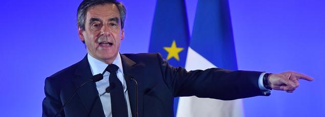 François Fillon cite, à l'appui de ses accusations, ses propres déplacements, mais aussi les récents meetings d'Emmanuel Macron et Marine Le Pen.