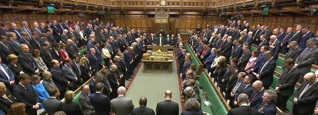 Les parlementaires britanniques, jeudi, à Westminster, pendant l'hommage aux victimes de l'attentat de mercredi.