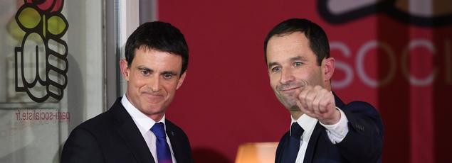 Manuel Valls et Benoît Hamon à Paris, le 29 janvier 2017.