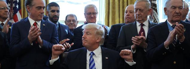 Donald Trump dans le Bureau ovale, ce vendredi.