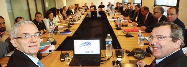 Alexandre Saubot, le numéro deux du Medef, et Michel Guilbaud, le directeur général de l'oganisation patronale, ont négocié avec les partenaires sociaux un accord sur le régime de l'assurance-chômage, mardi à Paris.
