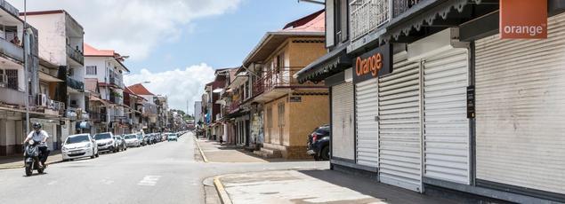 Lundi 27 mars. Cayenne, au premier jour d'une grève générale.