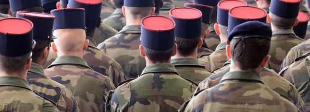 «Est-il légitime de générer un espoir de retour au service militaire obligatoire auprès d'une population qui regrette bien sûr ses effets bénéfiques sur la jeunesse?» se questionne le général Bertrand Ract-Madoux.