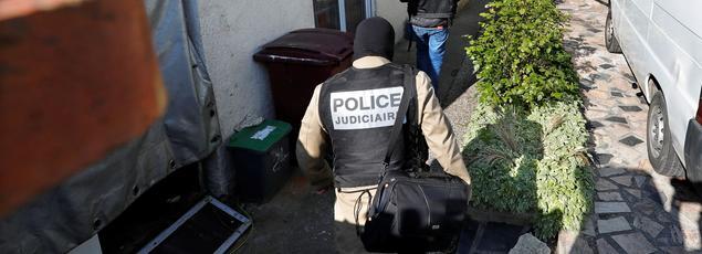 La police mène une perquisition au domicile de Karim Cheurfi, vendredi matin, à Chelles (Seine-et-Marne).