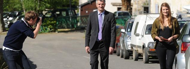 Jean Lassalle arrive au bureau de vote de Loudios Ichère, où il a remporté 68,60 des suffrages