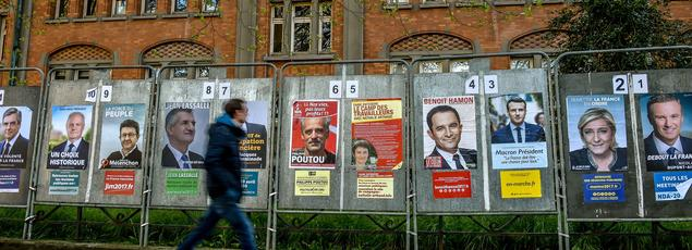 Des affiches de campagne de plusieurs candidats à la présidentielle à Lille, le 10 avril dernier.