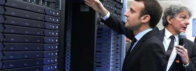Emmanuel Macron découvre le Supercalculateur Bull Sequana, en avril dernier.