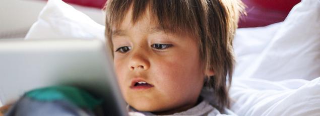 Près d'un enfant de moins de 3 ans sur deux (47%) utilise des écrans interactifs comme des tablettes ou des smartphones, selon une enquête menée par l'Association française de pédiatrie ambulatoire.