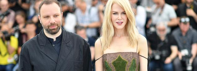Yorgos Lanthimos (à gauche) défend sur la Croisette un drame familial, inspiré du mythe d'Iphigénie avec Nicole Kidman (à droite) et son acteur fétiche Colin Farrell.