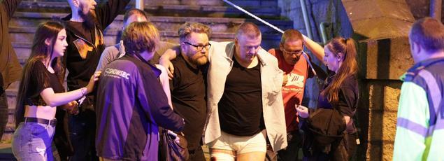 La bombe «artisanale» contenait, selon des témoins, des écrous et des boulons, ce qui serait confirmé par les blessures de certaines victimes.