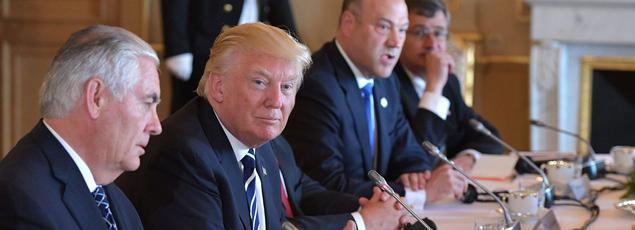 Donald Trump et le secrétaire d'État américain, Rex Tillerson, mercredi, à Bruxelles.