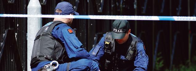 La police continue de chercher des preuves et a procédé à huit interpellations.