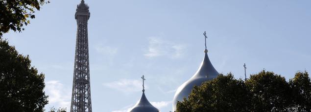 Depuis son inauguration en 2016, la cathédrale orthodoxe russe de la Sainte-Trinité est la nouvelle voisine de la tour Eiffel. Le Kremlin y voit «le témoignage de la solidité des relations bilatérales franco-russes».