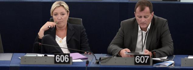 Louis Aliot et Marine Le Pen au Parlement européen, en juillet 2014.