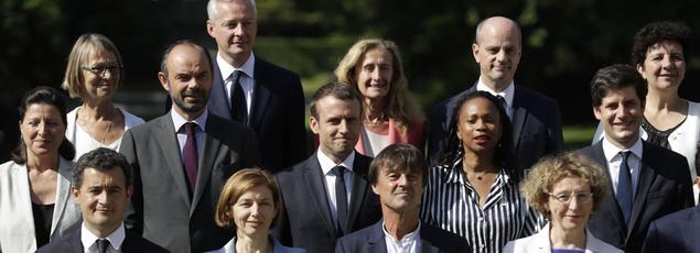 La nouvelle équipe gouvernementale dans les jardins de l'Élysée.