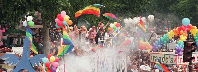 Quarante ans après la première Gay Pride parisienne de 1977, la Marche des fiertés, organisée ce samedi 24juin, à Paris, a décidé de centrer son message sur l'ouverture de la procréation médicalement assistée pour toutes.