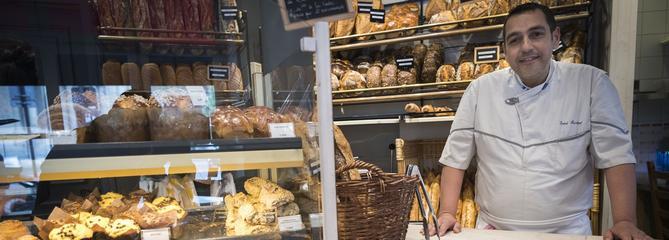 À Paris, les boulangers tentent de gérer le casse-tête des congés estivaux